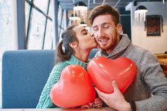 Couples dans l'amour dans le jour de valentines Photos stock