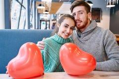 Couples dans l'amour dans le jour de valentines Photographie stock