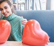 Couples dans l'amour dans le jour de valentines Images libres de droits