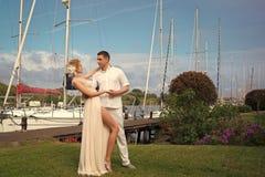 Couples dans l'amour Couples de mariage dans la baie Photo libre de droits