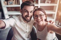 Couples dans l'amour en café Image libre de droits