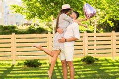 Couples dans l'amour en parc, style américain Photo stock