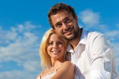 Couples dans l'amour en vacances d'été Image stock