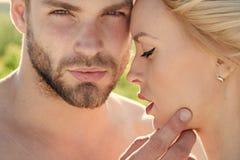 Couples dans l'amour Amour et romance Photos libres de droits