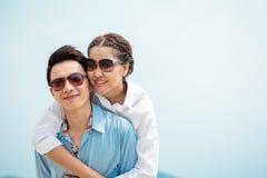 Couples dans l'amour extérieur Photographie stock