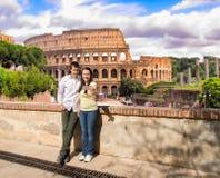 Couples dans l'amour faisant la photo de selfie à Rome Images stock