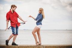 Couples dans l'amour jouant le flirt extérieur Photo stock