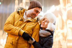 Couples dans l'amour la nuit Photos stock