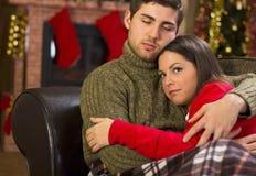 Couples dans l'amour la nuit de Noël Photographie stock libre de droits