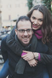 Couples dans l'amour marchant à Rome Images libres de droits