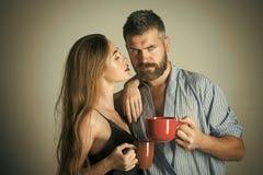 Couples dans l'amour Matin parfait avec du café couples en café de matin de boissons d'amour Image libre de droits