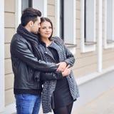 Couples dans l'amour - portrait extérieur Image libre de droits