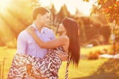 Couples dans l'amour - portrait extérieur Photos stock