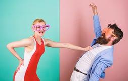 Couples dans l'amour rapports Frienship d'homme et de femme heureux gratte-cul image stock