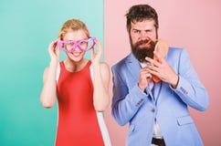 Couples dans l'amour rapports Frienship d'homme et de femme heureux gratte-cul photos libres de droits