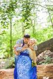 Couples dans l'amour sur la nature d'été Photographie stock