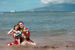 Couples dans l'amour sur la plage Photographie stock