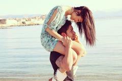 Couples dans l'amour sur la plage Images stock