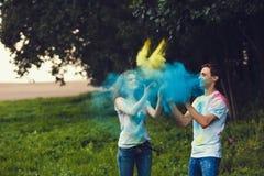 Couples dans l'amour sur le festival de couleur de holi Image libre de droits