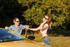 Couples dans l'amour Voyage par la route Photo stock
