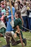 Couples dans l'habillement médiéval de Viking, Images stock