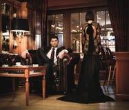 Couples dans l'intérieur de luxe Photos stock