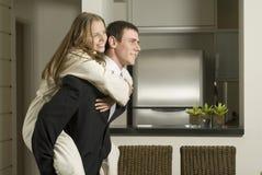 Couples dans la cuisine Photographie stock