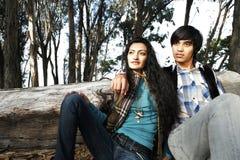 Couples dans la forêt Photos stock