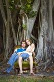 Couples dans la forêt Photographie stock libre de droits