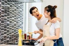 Couples dans la maison Photos libres de droits