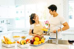 Couples dans la maison Photos stock