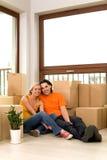 Couples dans la maison neuve Photos stock