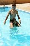 Couples dans la piscine Images libres de droits
