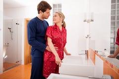 Couples dans la salle de bains Photo libre de droits