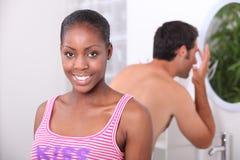 Couples dans la salle de bains Photos stock