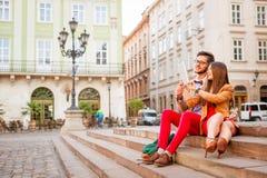 Couples dans la vieille ville Image stock