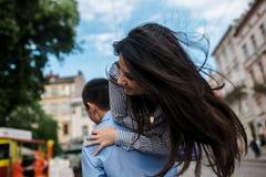 Couples dans la ville Photos libres de droits