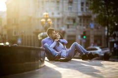 Couples dans la ville Photographie stock libre de droits