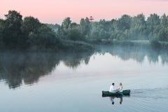 Couples dans le bateau Images libres de droits
