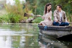 Couples dans le bateau Photo libre de droits