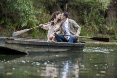 Couples dans le bateau Image libre de droits