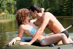 Couples dans le bateau Photo stock