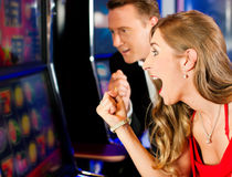 Couples dans le casino Photo stock