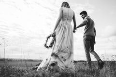 Couples dans le domaine Photographie stock