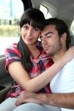 Couples dans le dos du véhicule Photos libres de droits