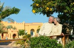 Couples dans le jardin Image libre de droits