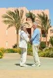 Couples dans le jardin Photographie stock libre de droits