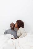 Couples dans le laughin d'amour Photos stock