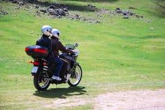 Couples dans le moto Images stock