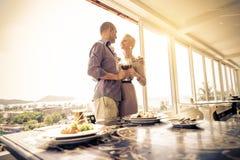 Couples dans le restaurant de luxe Photos libres de droits